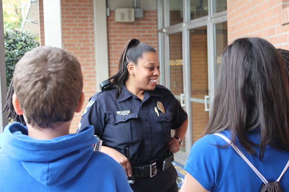 SPD Officer speaking with high school students